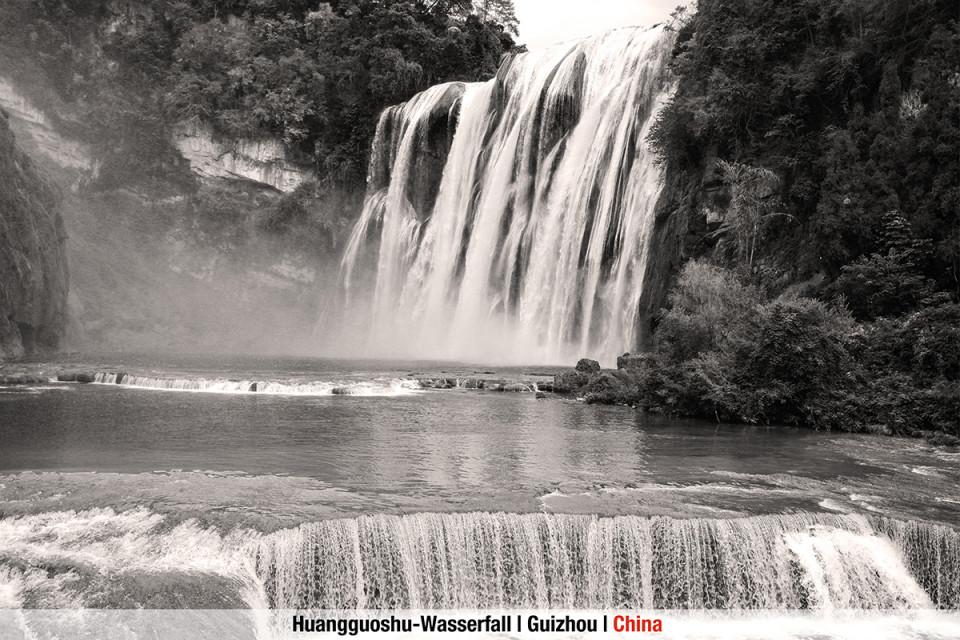 Huanggou-Wasserfall,-Guizhou,-China.jpg